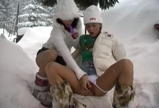České lesbičky na sněhu
