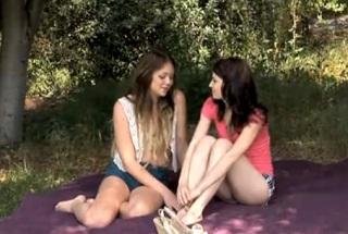Lesbický piknik v přírodě