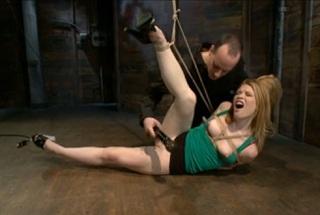 Mučení svázané holky