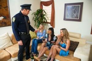 3 Dívky zašukají s policajtem