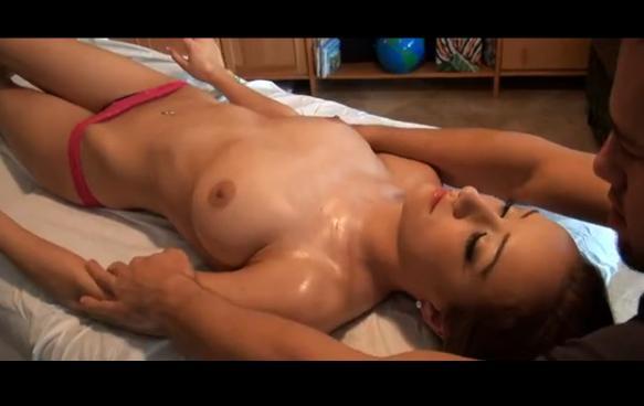 Victoria Rae na masáži
