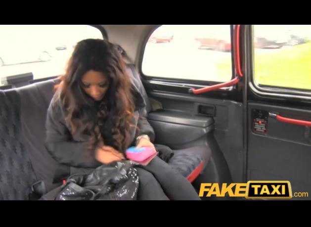 Rychlý prachy ala falešný taxík – Petite