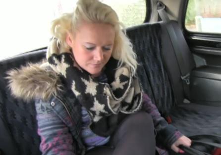 Rychlý prachy ala falešný taxík – mladá bloncka