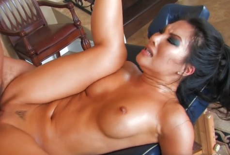Masáž s Asa Akira