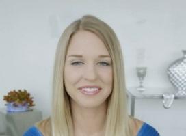 Perfektní blondýna a negr