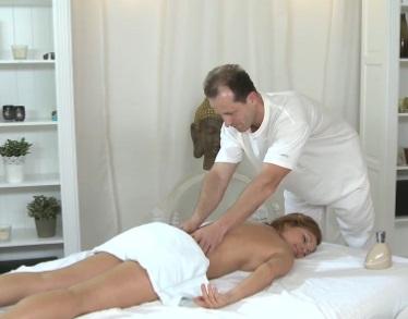 Milfka na masáži