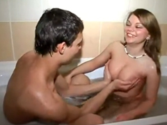 Nádherný sex v koupelně