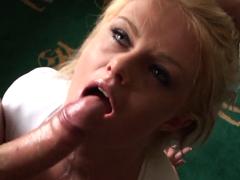 Brutální sex s blonďatou kurvou