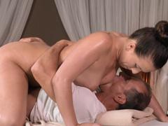 Nádherná masáž skončí sexem