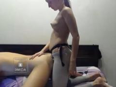 Přítelkyně šuká partnera do zadku