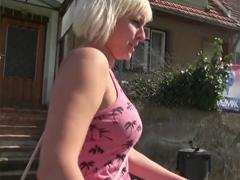 Sexuální dobrodružství na české vesnici