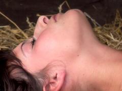 Megan Cox masturbuje na statku