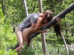 Ošukal ji zezadu o strom
