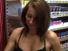 Prodavačka šuká za prachy v obchodě