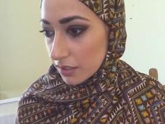 Podnikatel si zaplatí muslimskou kurvu