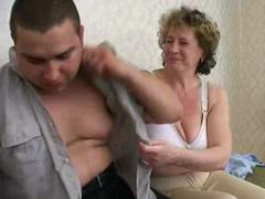 Nadržená matka ojede syna