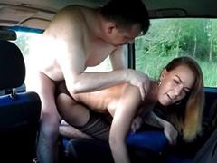 Kozatá česká prostitutka a šuk v autě