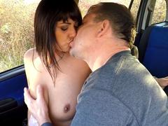 Prodejná kurva se nabízí na parkovišti