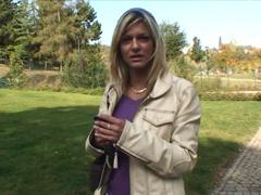 Vyšukají Českou milf v parku