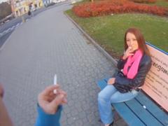 Sbalí Českou dívku na ulici