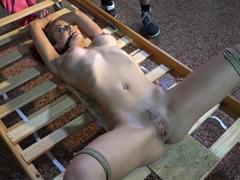Poprvé svázaná a připravená k orgasmu