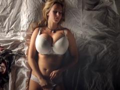 Něžný orgasmus krásné kozatky
