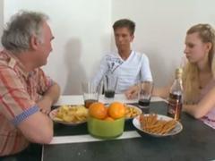 Český dědula – sex s mladým párem