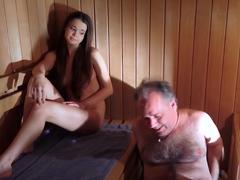 Fotr s mladou kundou v sauně