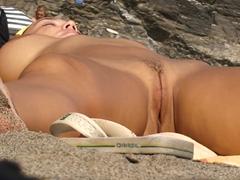 Na pláži se nemusíte jen opalovat