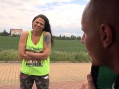 Český TakeVan – potetovaná běžkyně