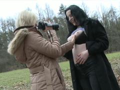 Český lesby v parku