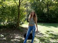 Orálek v parku za peníze