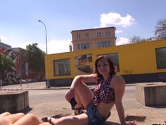 Český TakeVan – zdrogovaná dívka