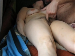 Amatérský orgasmus chlupaté manželky