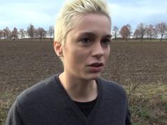 Český TakeVan – krátkovlasá cizinka