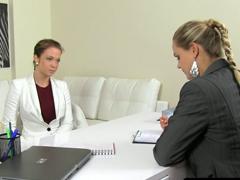 Female Agent – lesbické lízání
