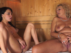 Holčičí masturbace v sauně
