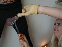 Upálí mu čuráka – porno mučení