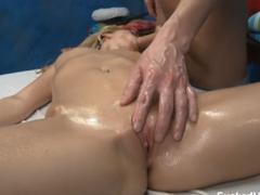 Masáž se zvrtne v zběsilé šukání