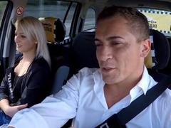 Czech Taxi – šmíruje je při sexu
