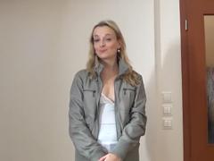 Česká holka potřebuje peníze