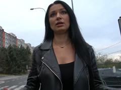 Rychlý prachy – okradená dívka v Praze