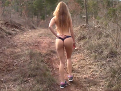 Je libo nahá procházka pouští?