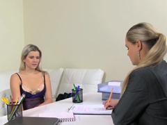 Female Agentka – Bára a Ester
