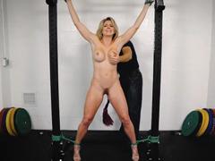 BDSM mučení a šukání svázané Milfky