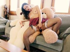 Je ujetá na medvídky – sex s medvědem