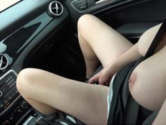 Sexuální hrátky během jízdy v autě