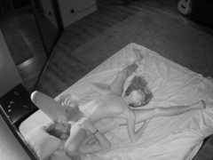 Šíleně nadržení amatéři šukají v posteli