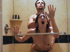 Noví amatéři ukrutně mrdají ve sprše