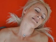 Česká mamina se udělá před kamerou